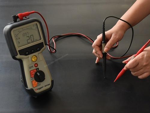 ตรวจค่าไฟฟ้าแผ่นยางฉนวนไฟฟ้า 6 mm